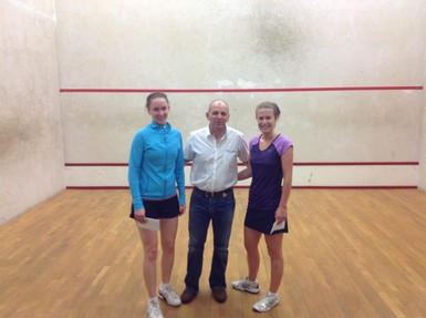 Ciara Moloney (l) and Eleanor Lapthorne (r) with Tournament Director Eddie Murphy